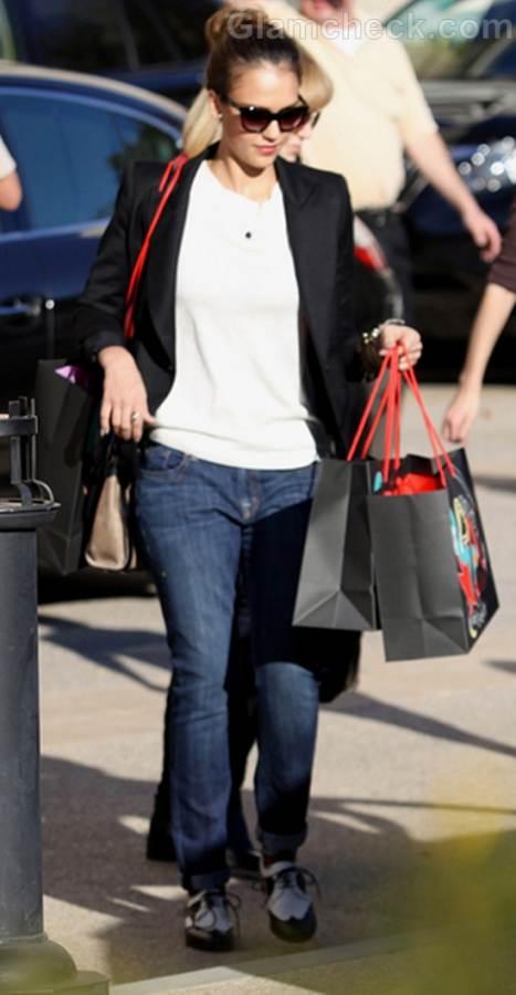 Jessica Alba Casual Shopping style