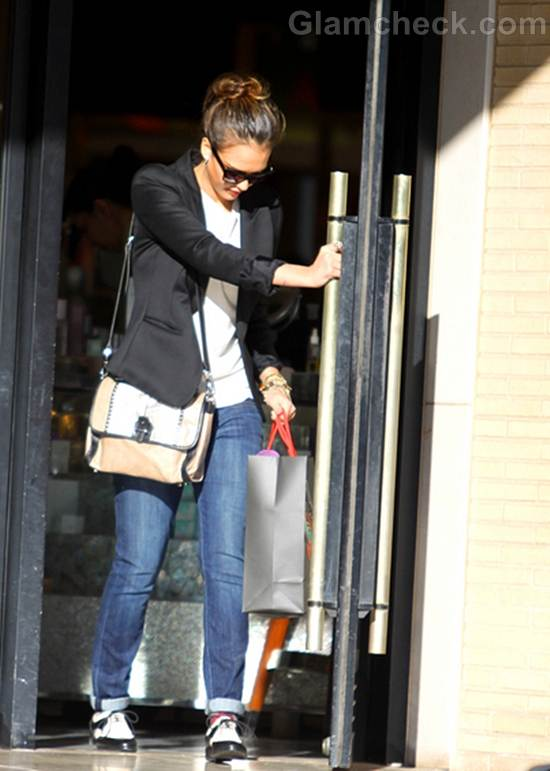 Jessica Alba Goes Totally Casual While Shopping in California