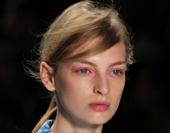 Beauty How To Neon Pink Eye-shadow Natural Lips