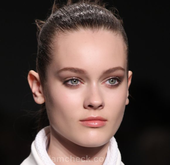 Beauty how to minimal makeup calvin klein fall 2011