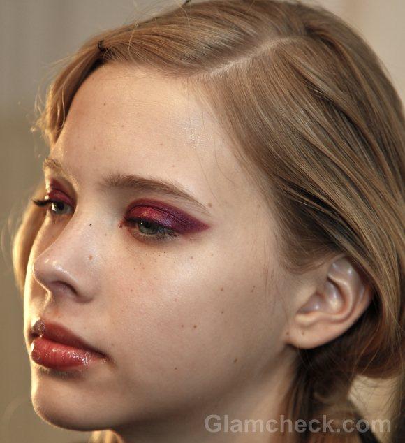 Beauty how to two-toned-bold fuschia eyes-yoana baraschi f-w 2011-4