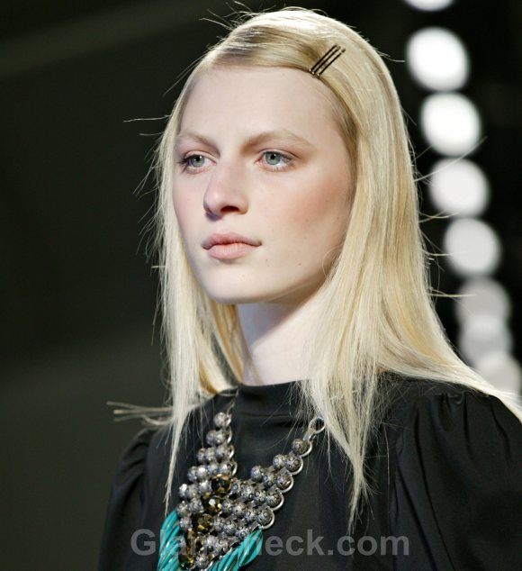 Hairstyle How To Side Parted Sleek Pinned Hair-2