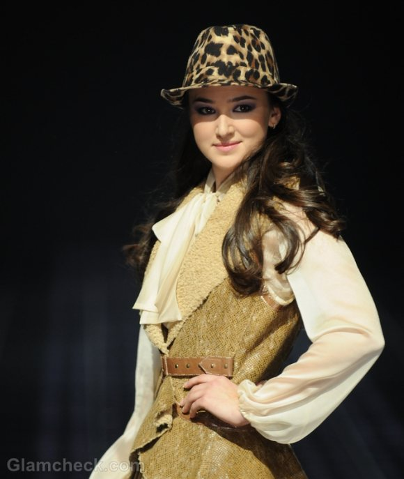 How-to-wear-animal-prints-leopard-print-hat