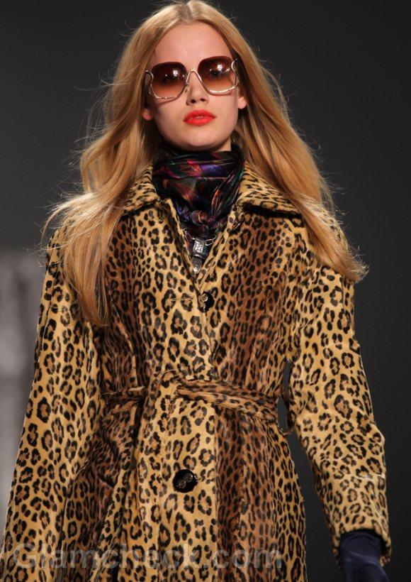 How-to-wear-animal-prints-leopard-print-jacket