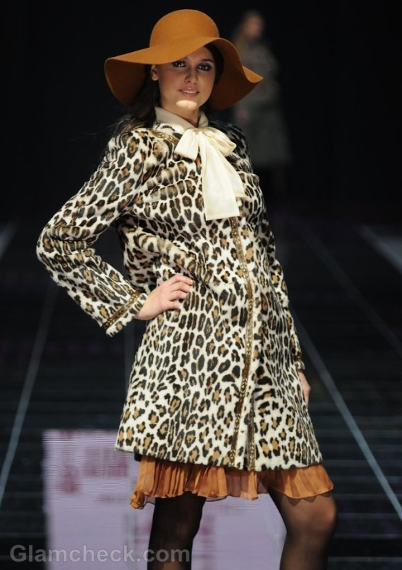 How-to-wear-animal-prints-leopard-print-overcoat
