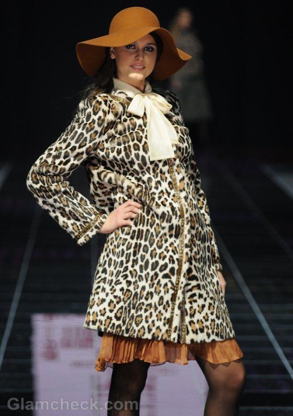 How-to-wear-animal-prints-leopard-print-overcoat