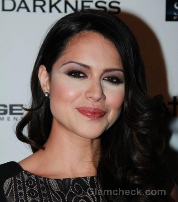 Makeup disaster Alyssa Diaz flashes Visible Under-eye Powder