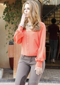 Street Style: Maria Menounos Sports Casual Chic Outfit While on Walk in L.A.