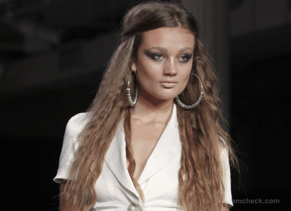 Hairstyle how to middle-parting with loosely crimped hair- To-Tam To-Nya s-s-2012
