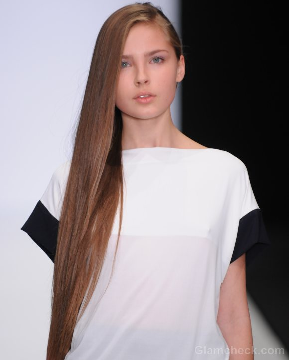 Hairstyle how to side-swept straight long hair