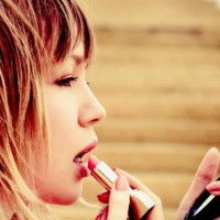 Lipstick bleeding