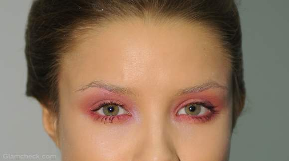 Beauty how to rosy eye makeup