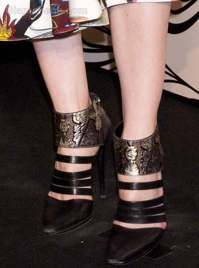How to wear black and gold Vanessa Traina  glamour beauty awards 2012