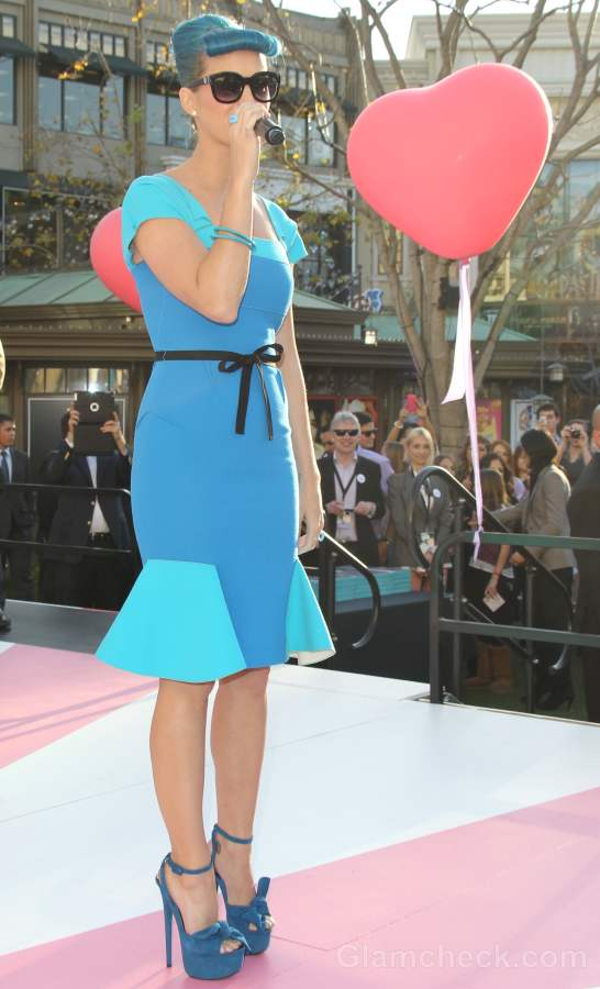 Katy Perry Sporting 50s pin-up Look pictures