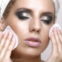 Why-you-should-remove-makeup-before-going-to-bed
