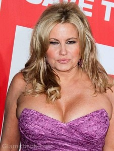 WATCH: Jennifer Coolidge goes wrong with one size smaller