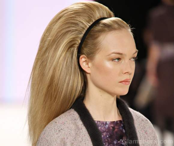 Carolina herrera fall winter 2012 subtle makeup sixties hairdo-2