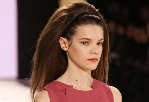 Carolina herrera fall winter 2012 subtle makeup sixties hairdo-4