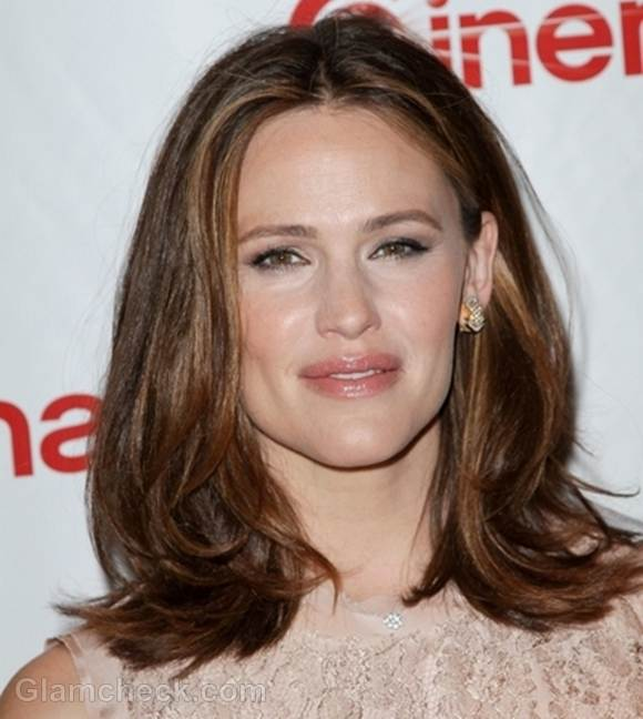 Jennifer Garner Wows in natural Makeup