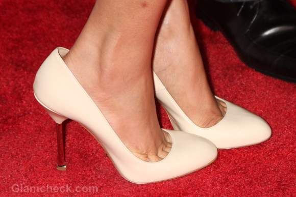 faux-pas-freida pinto-ill-fitting-shoes-wrong-size