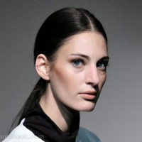 sleek ponytail with center parting hairstyle how to