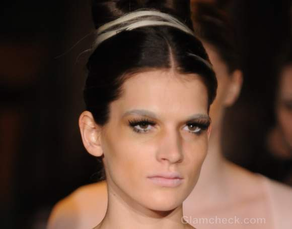 Beauty how to achieve bleached eyebrows
