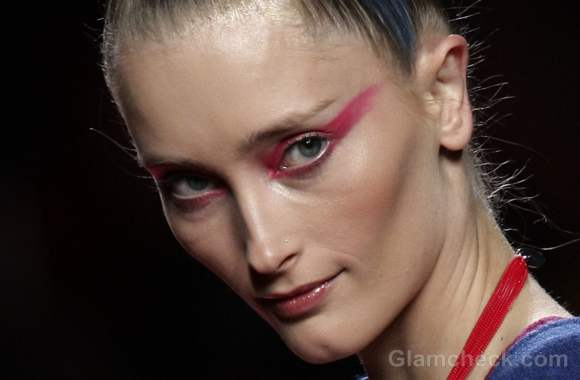 Beauty how to exaggerated eye shadow fall-winter-2012