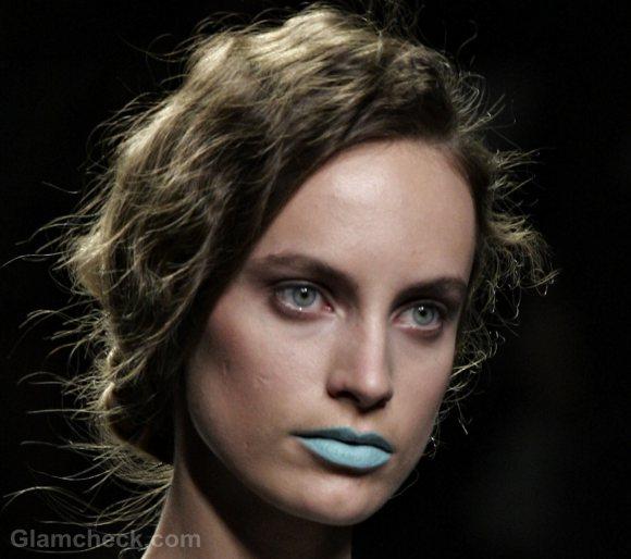 beauty how to get aqua blue lips