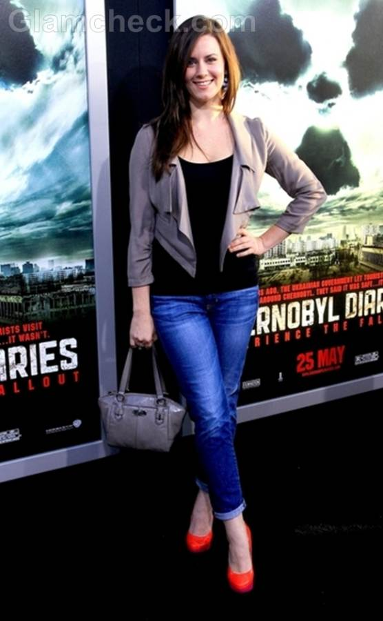 Katie Featherston casually chic in jeans