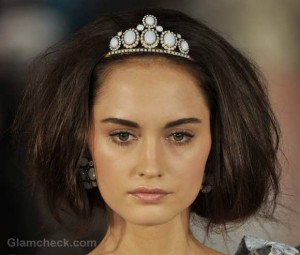 Oscar De la Renta Fall/Winter 2012: Vintage Hair Accessories