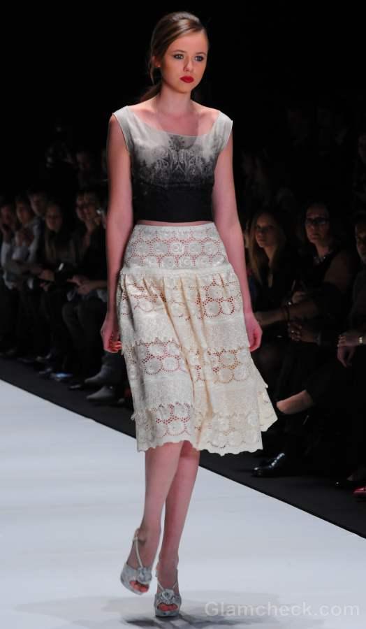 Style pick white lace skirt