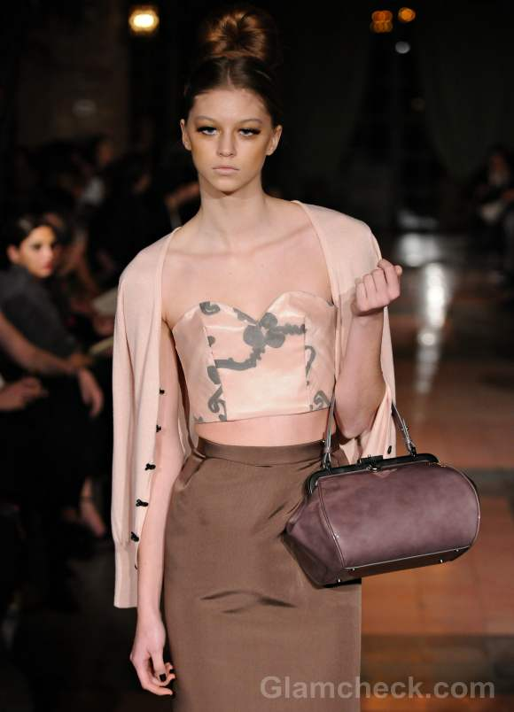 """Accessories Trend Fall/Winter 2012: The """"Hand"""" Bag"""