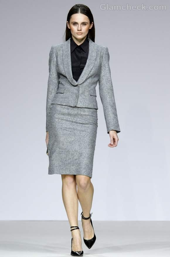 How To Dress Formal For Business Office Meetings For Women