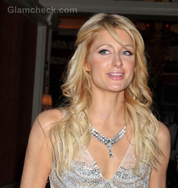 Paris Hilton delicate curls hairstyle