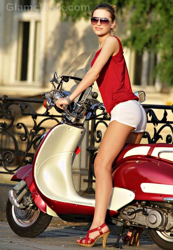 Style Picture how wear classic red white combination