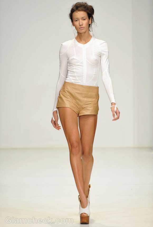 Style Pictures white top and beige shorts