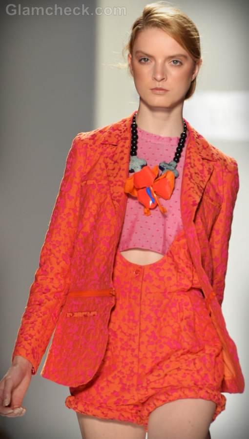 Style pick interesting plastic statement necklace
