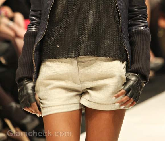 Style pick versatile beige shorts