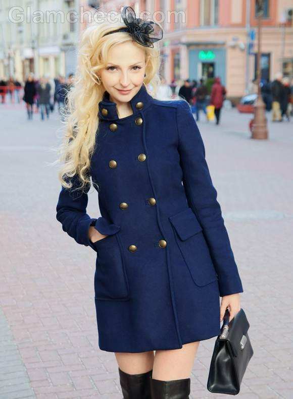 style picture how to accessorize navy blue outfit with