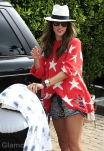 Street Style : Alessandra Ambrosio Patriotic in Star-Spangled Red Sweater