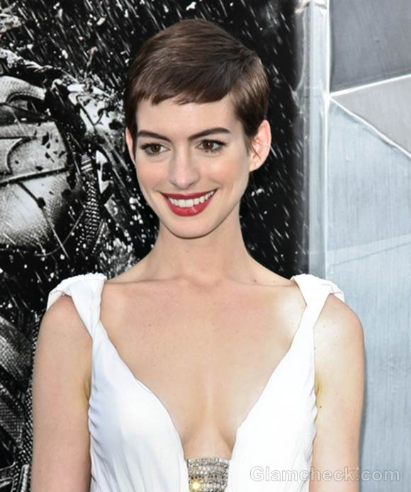 "Anne Hathaway's Charming Hair & Makeup At ""The Dark Knight"