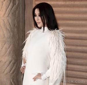 Fan Bingbing Closes Fall/Winter 2012 Fashion Show in Stunning White Dress