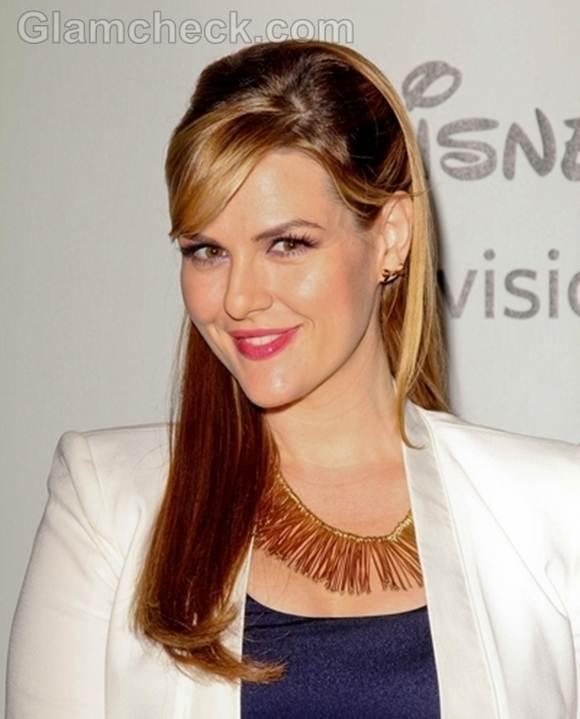 Sara Rue Pinned-back Hairstyle