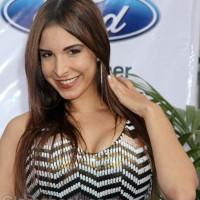 Mayra Veronica hairstyle