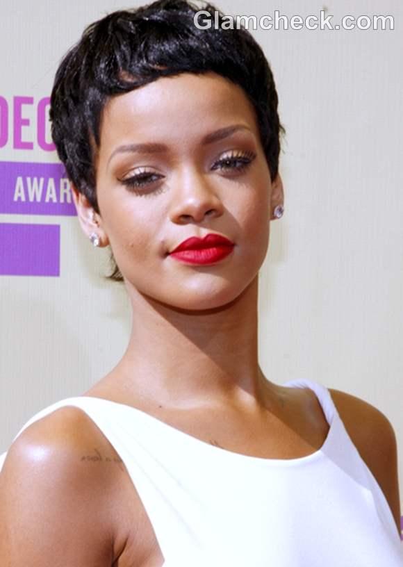 Rihanna hairstyle 2012 MTV Video Music Awards