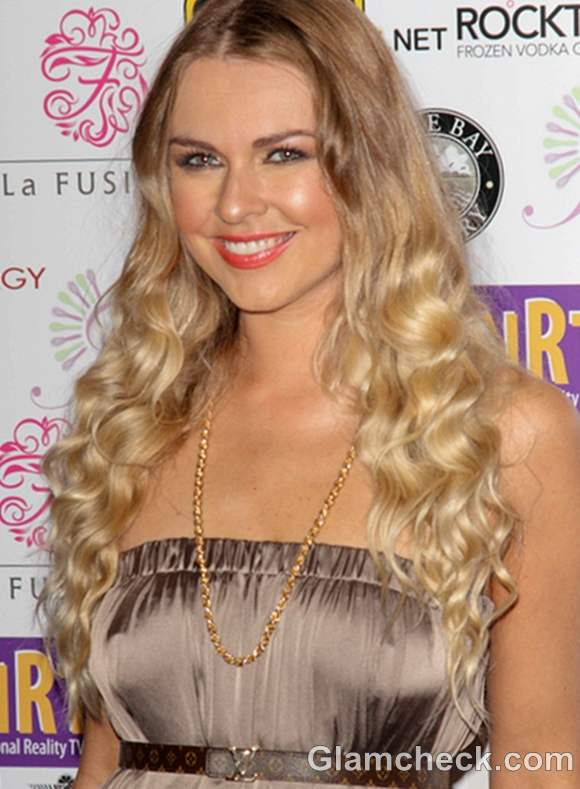 Zoe Salmon curly hair