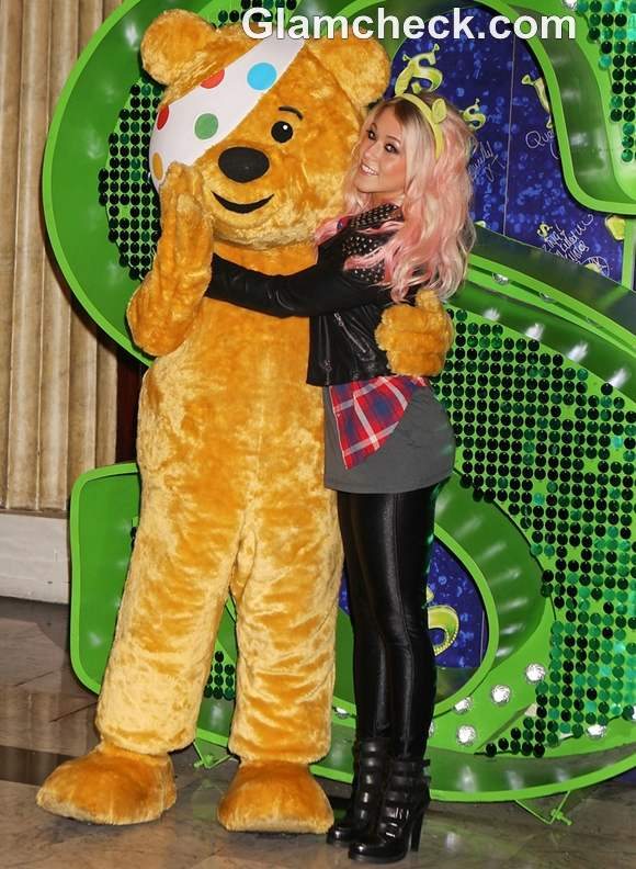 Amelia Lily outfit at Shrek Musical Photocall