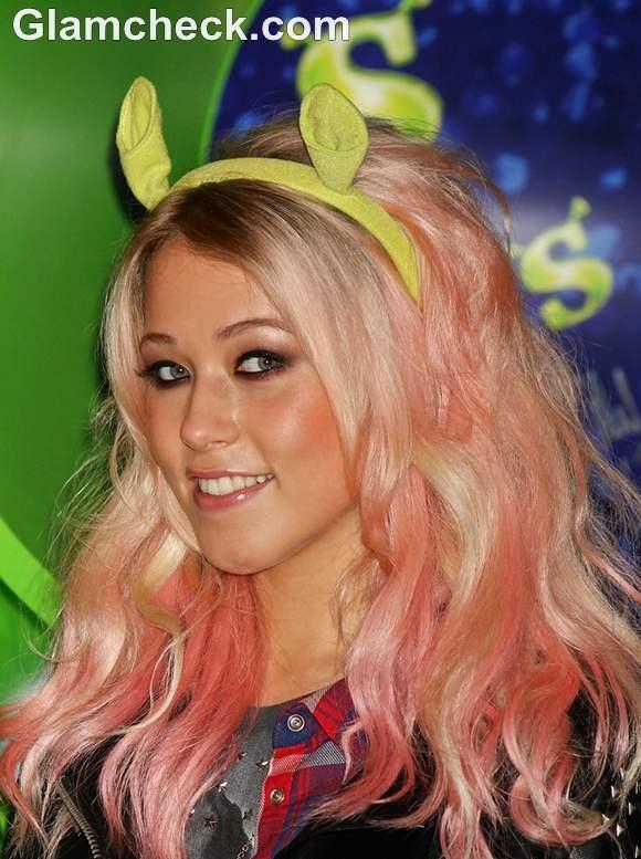 Amelia Lily pink hair at Shrek Musical Photocall