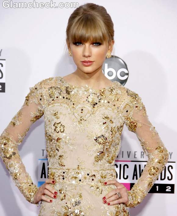 Taylor Swift hairstyle at 40th Annual American Music Awards 2012
