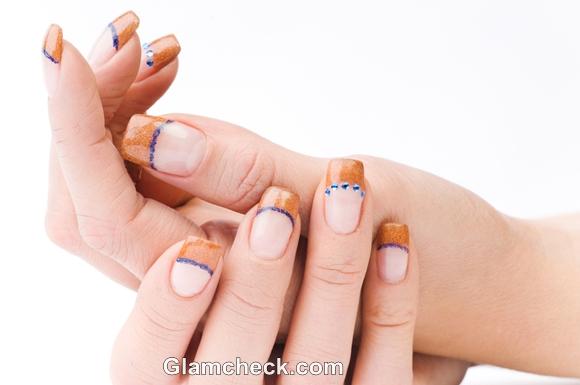 DIY Nail Art golden Shimmer on nail tips
